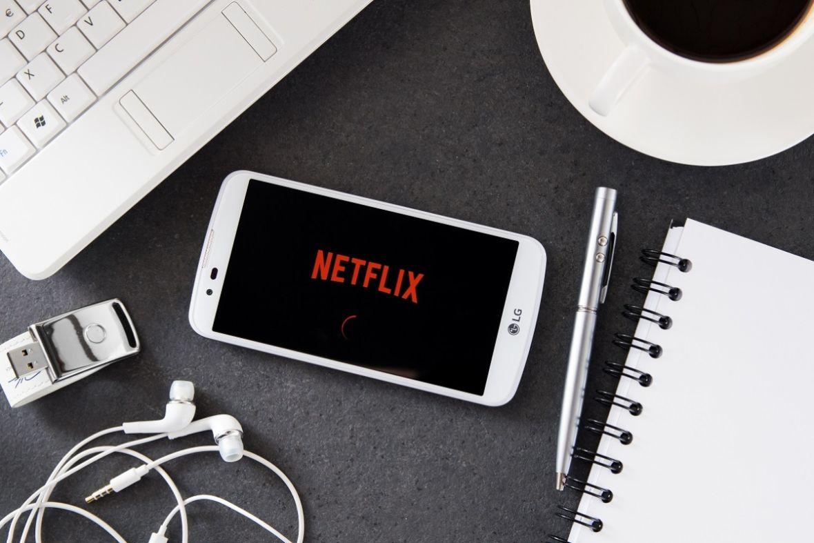 """Możesz już usuwać tytuły z sekcji """"oglądaj dalej"""". Netflix wprowadził nową funkcję"""