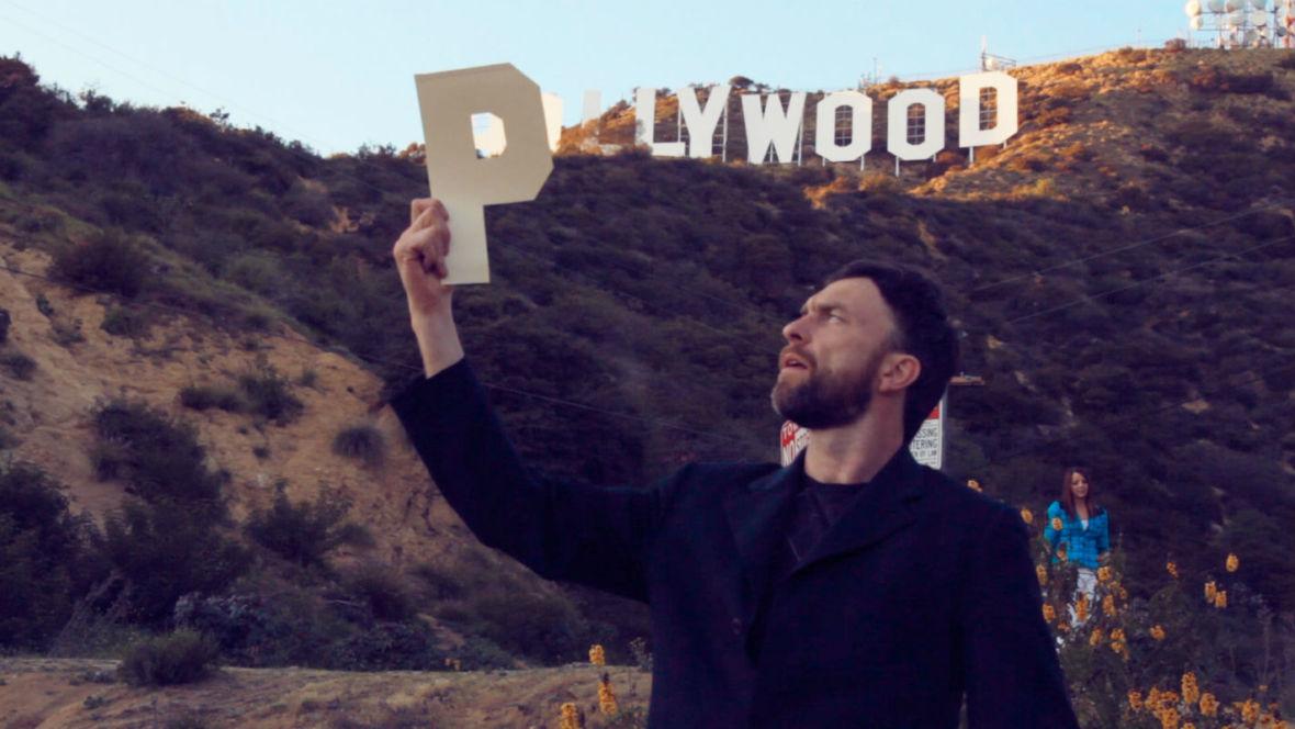 """""""Pollywood"""" to urokliwa odyseja śladami Polaków, którzy zbudowali Hollywood"""