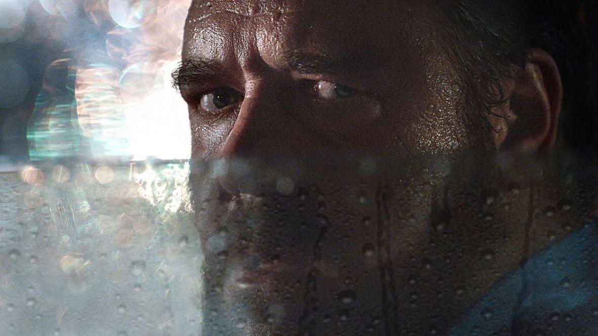 """Russell Crowe jest szybki i bardzo wściekły. Czy film """"Nieobliczalny"""" uratuje kina w czasach pandemii?"""