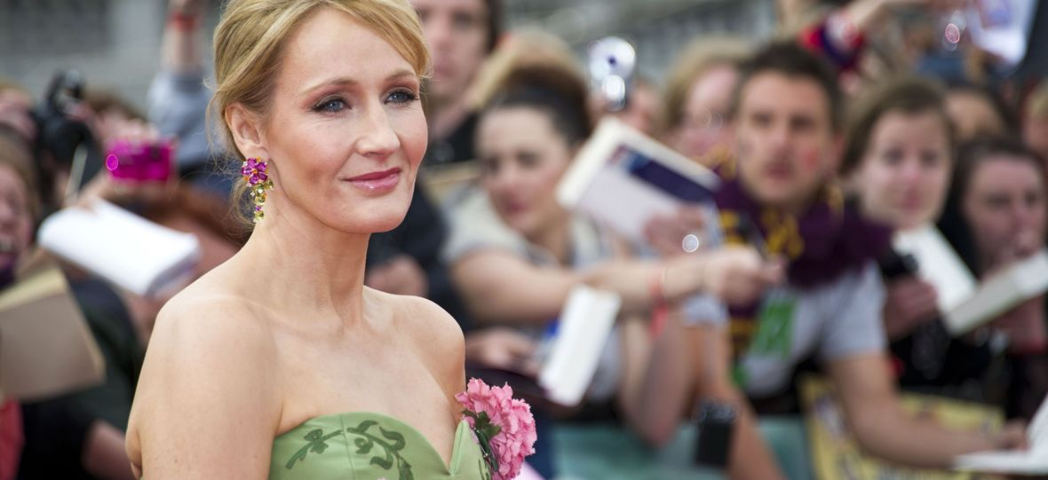 J.K. Rowling broni się przed oskarżeniami o transfobię. W geście protestu oddała nagrodę za walkę o prawa człowieka