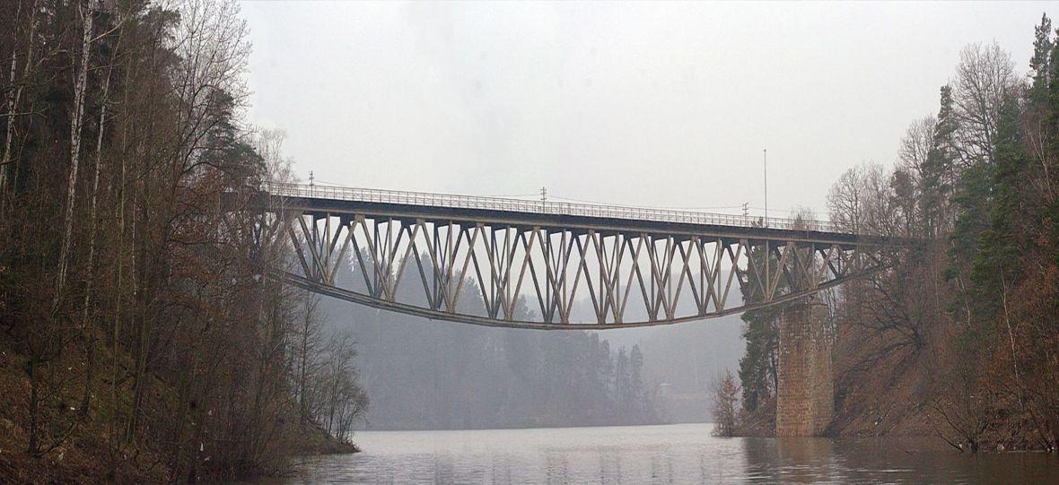 PKP pisze do ludzi z Hollywoodu: ej, bo znaleźliśmy w Polsce jeszcze jeden most, który możecie wysadzić