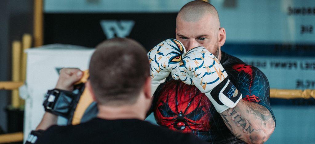 Popek kontra Stifler i żeńskie walki. Gdzie oglądać galę Fame MMA 7?