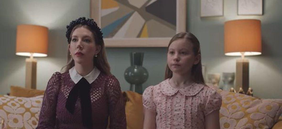 """To nie jest serial dla ludzi niełapiących brytyjskiego humoru. Oceniamy """"The Duchess"""""""