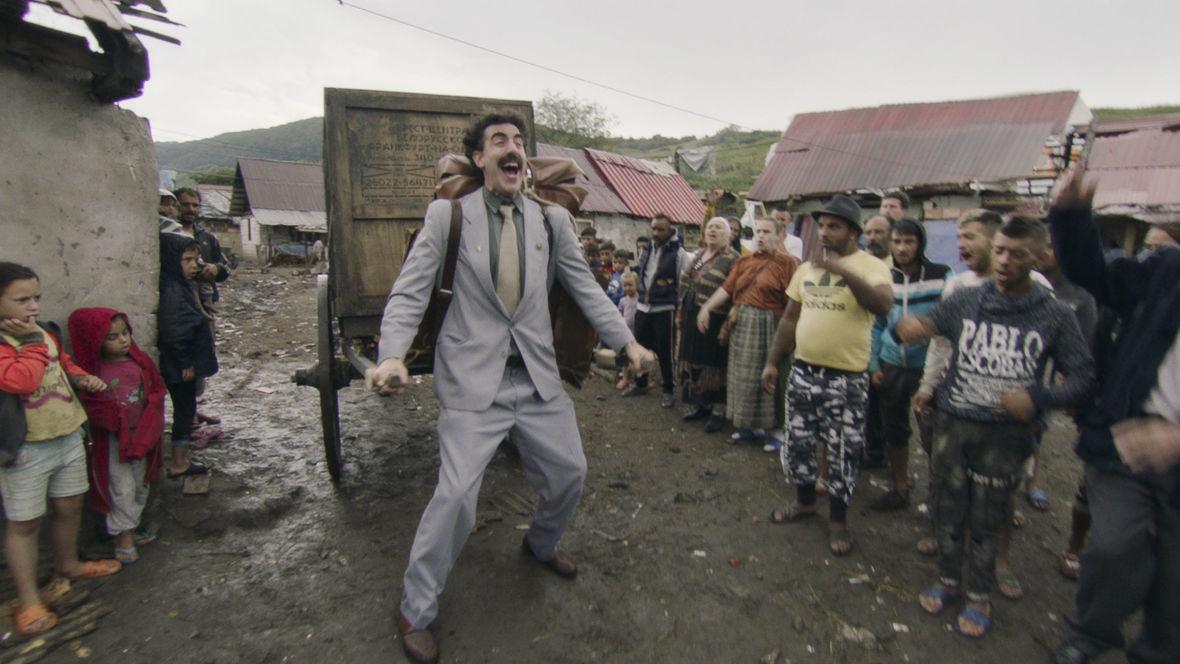 """""""Kolejny film o Boracie"""" to nieudany żart o próbie sprzedaży nastoletniej córki. Obejrzycie go na Amazon Prime Video"""