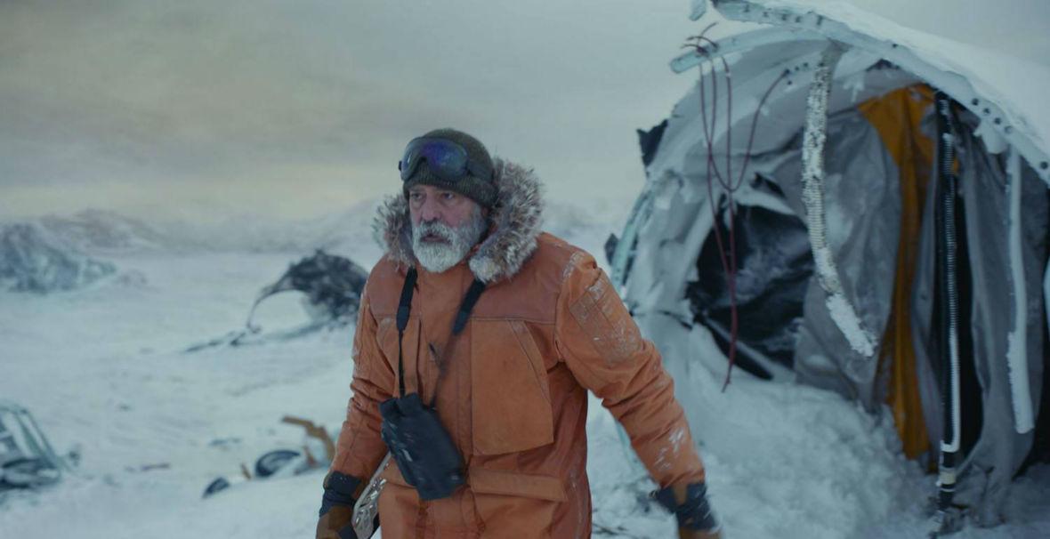 """""""Mank"""", ostatni film Chadwicka Bosemana i """"Niebo o północy"""". Jakie filmy obejrzymy w grudniu?"""
