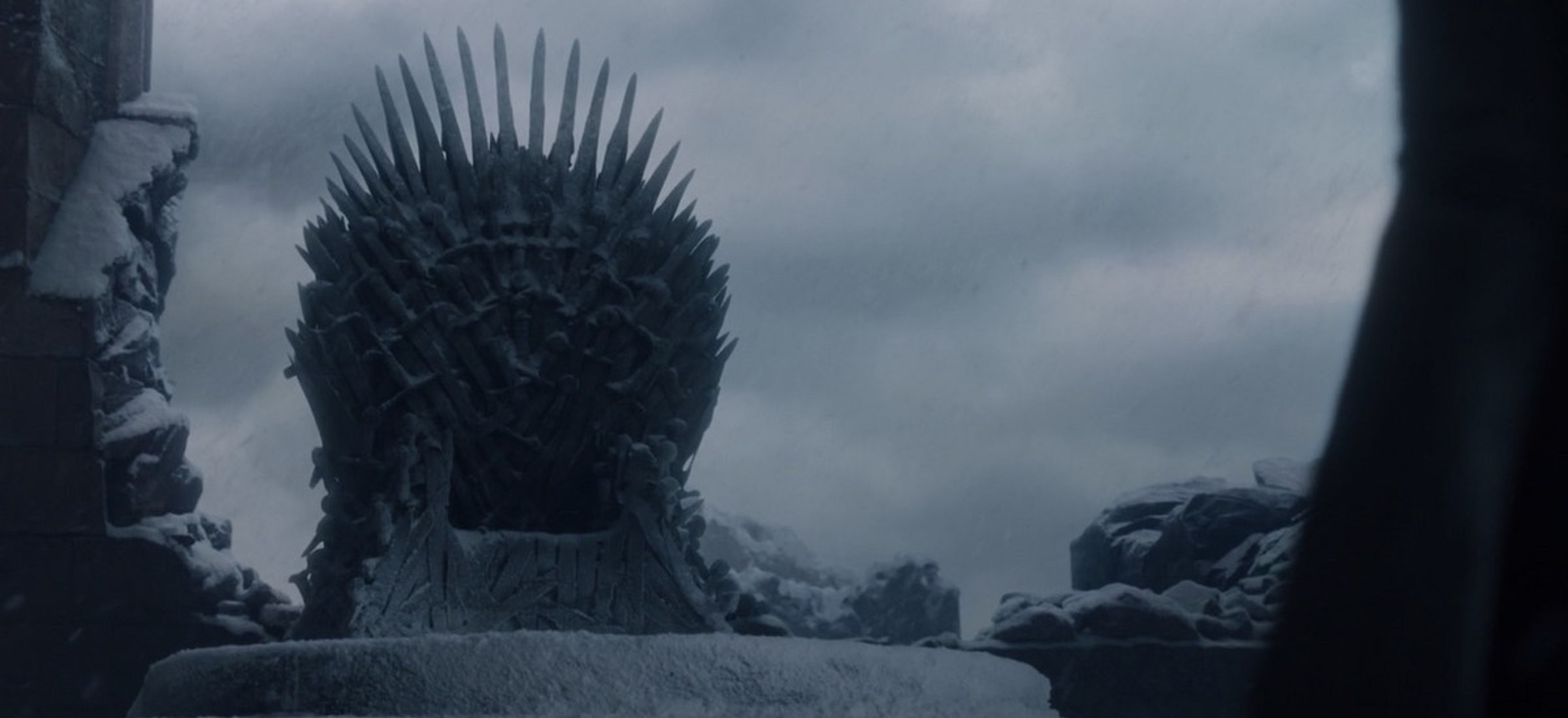 """""""Ogień nie zabije smoka"""", a słaby 8. sezon legendy """"Gry o tron""""? Nowa książka o kulisach serialu HBO to majstersztyk"""