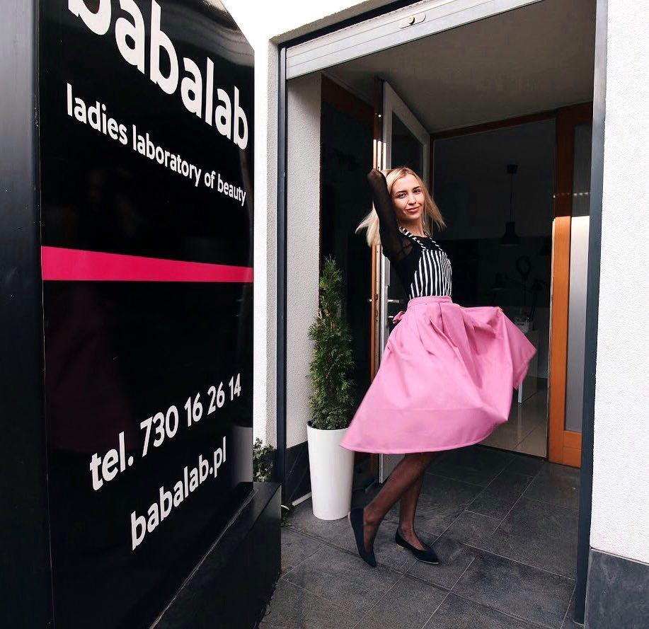 Переїхати в Польщу, працювати в готелі, робити епіляцію на кушетці зі старих дверей і стати власницею двох салонів, – історія однієї українки
