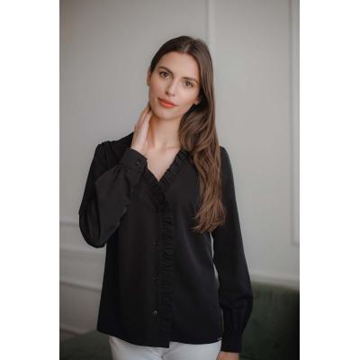 czarna bluzka z dekoltem v z falbanką z