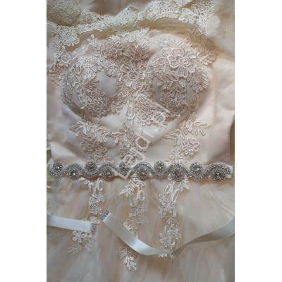 Pasek ozdobny z kryształkami na satynowej szarfie w kolorze ivory