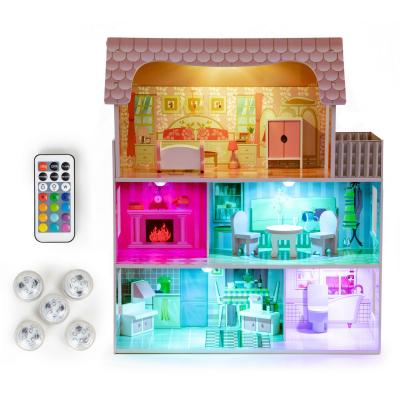 Drewniany domek dla lalek, z oświetleniem LED, mebelki w zestawie
