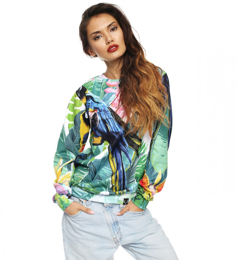 sweatshirt with jungle and parrot