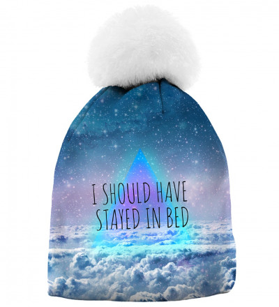 "printed beanie with clouds motive and ""i should have stayed in bed"" inscription"