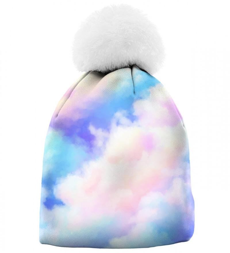 czapka z motywem kolorowych chmur