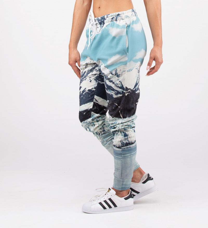 spodnie z motywem gór zimą