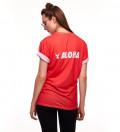 czerowona koszulka z napisem aloha
