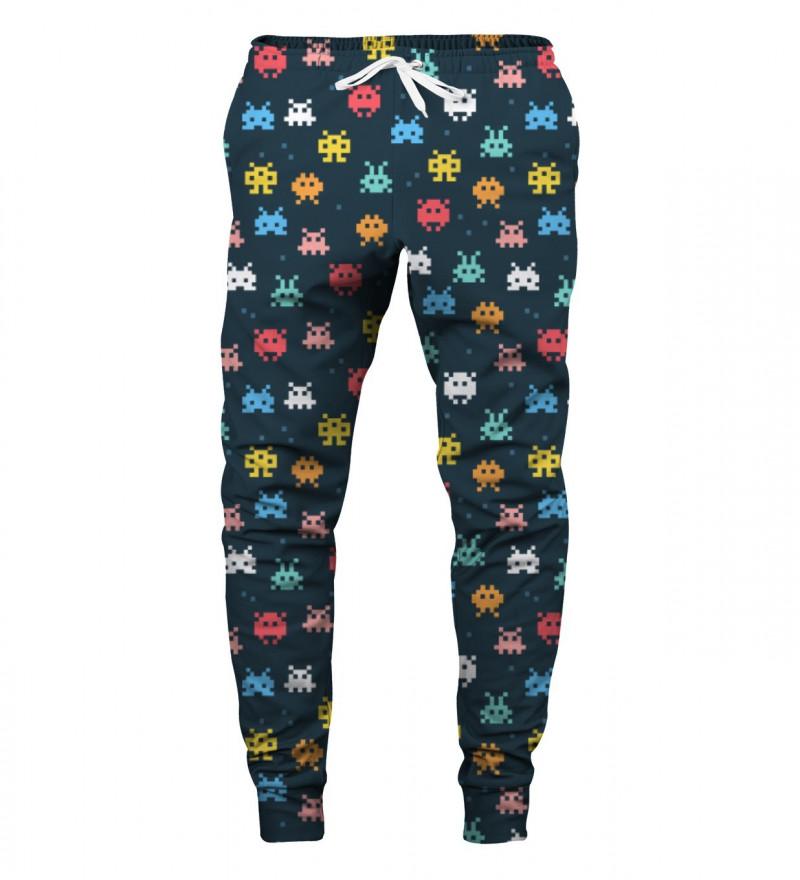 spodnie z motywem kosmicznych najeźdźców