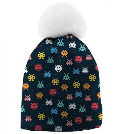 czapka z motywem kosmicznych najeźdźców