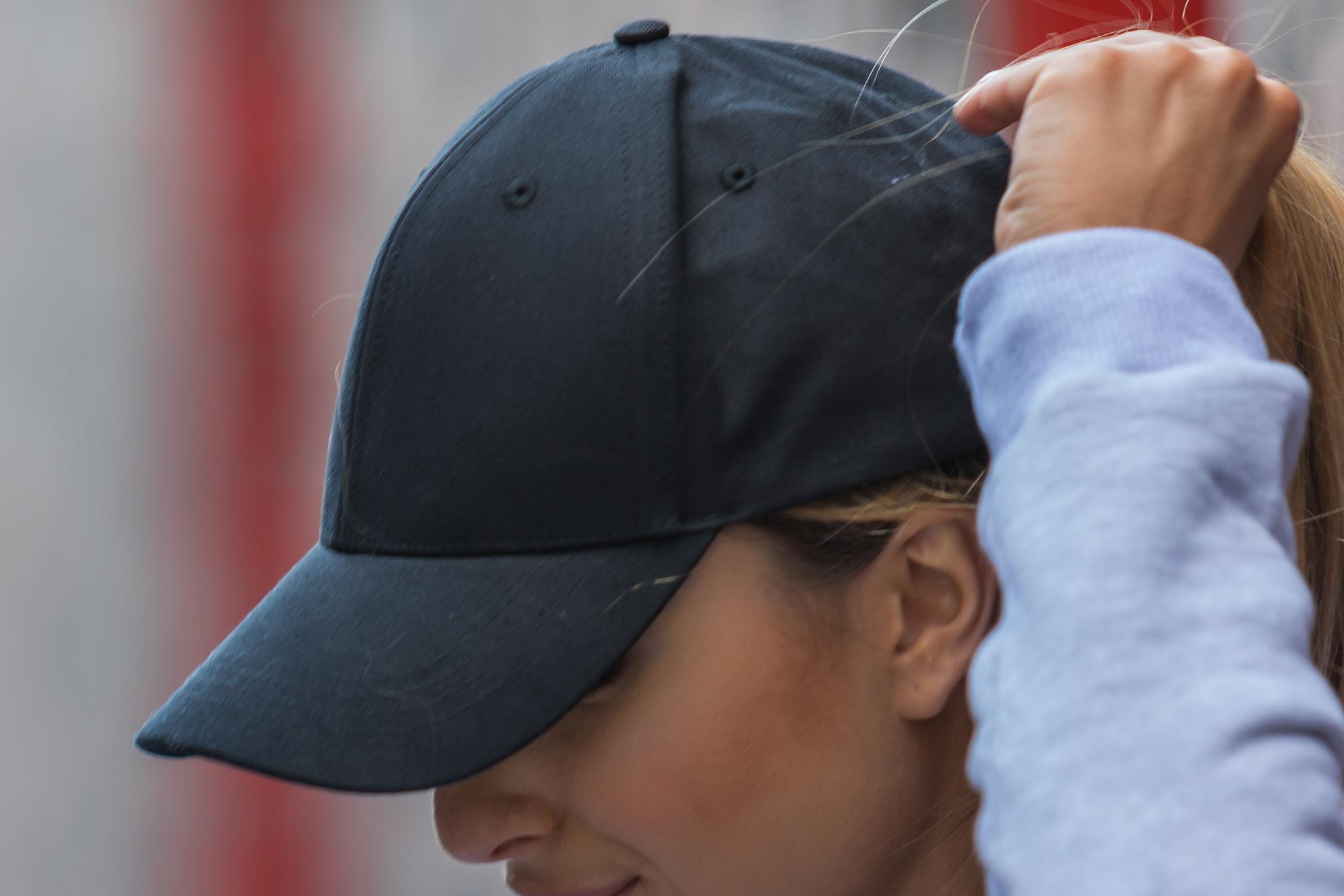 Czarna sportowa czapka