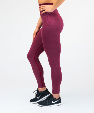 Burgunderfarbene nahtlose Leggings Model One