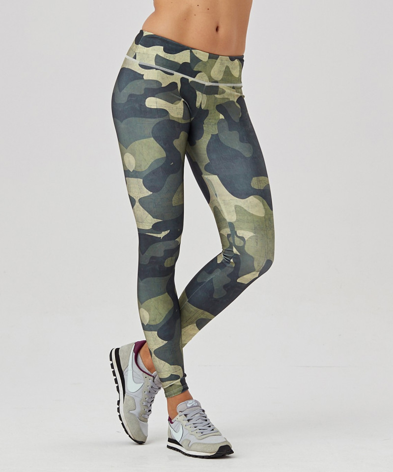 Green Camo Leggings mit regulärer Taille.