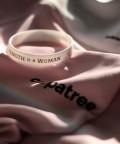 Weißes Handgelenkband Strength is a woman 2