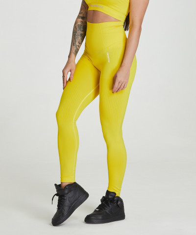 Gelbe nahtlose Leggings Model One 1