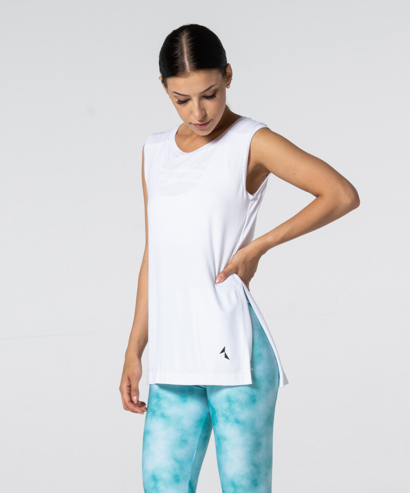 Женская белая футболка Slit