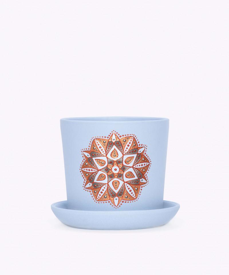 Ręcznie zdobiona niebieska doniczka z mandalą