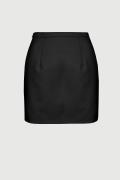 KIA, Dopasowana czarna spódnica