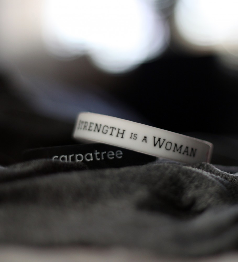 Carpatree, Wristband Strength is a Woman Image $i